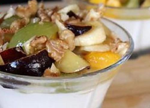 yaourt-aux-fruits-miel-et-noix